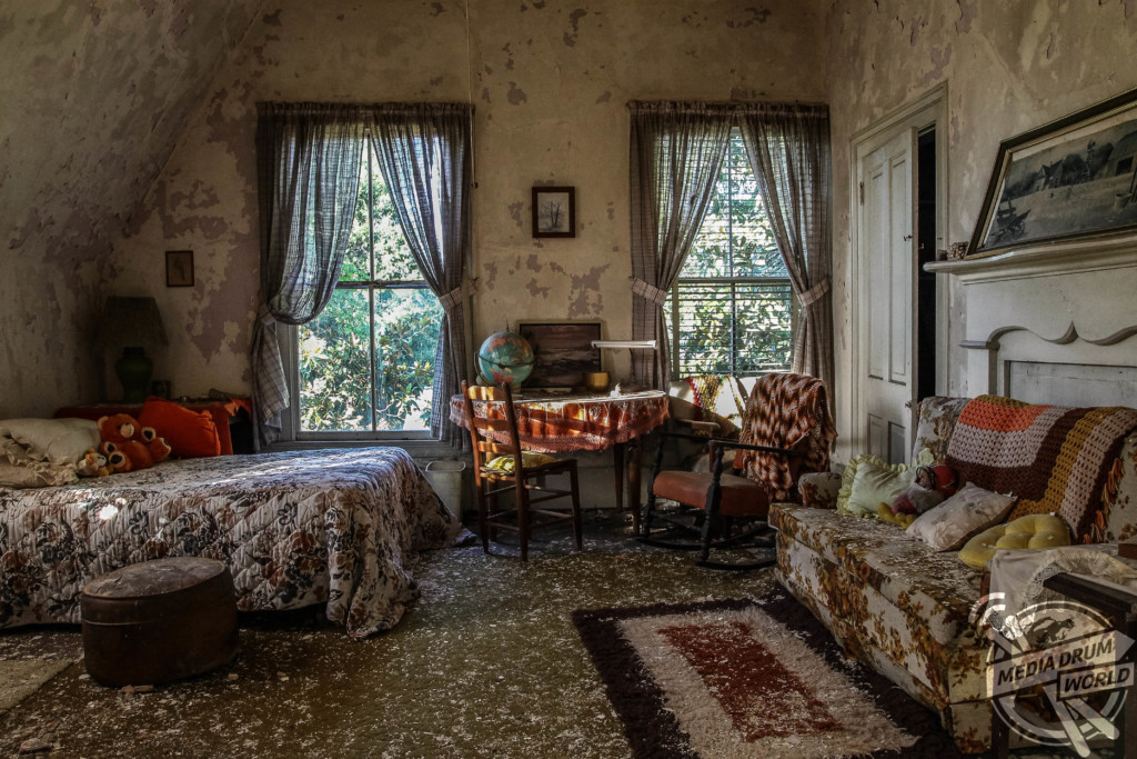 Eerie Mississippi Peek Inside The Abandoned Home Of A