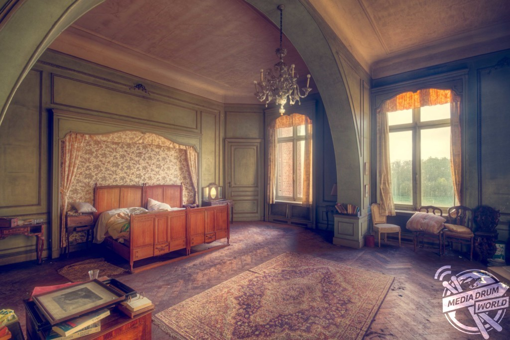 This bedroom inside an abandoned castle looks untouched. Roman Robroek / mediadrumworld.com