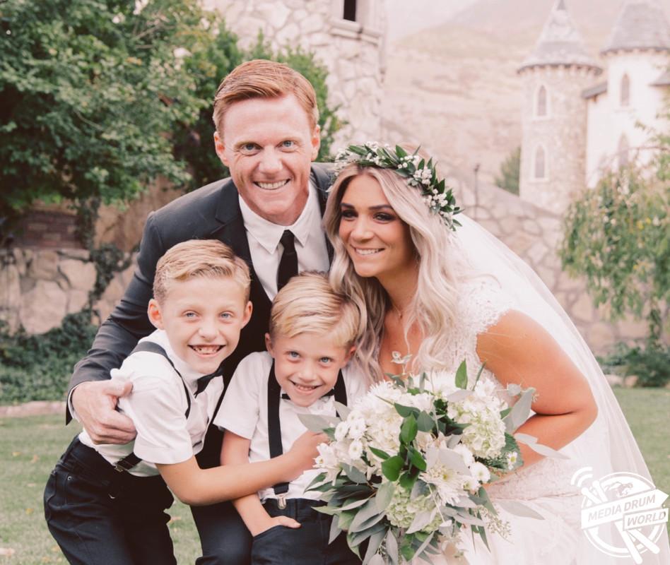 Heather with her husband Jason Oram and family. Heather Crockett Oram / mediadrumworld.com