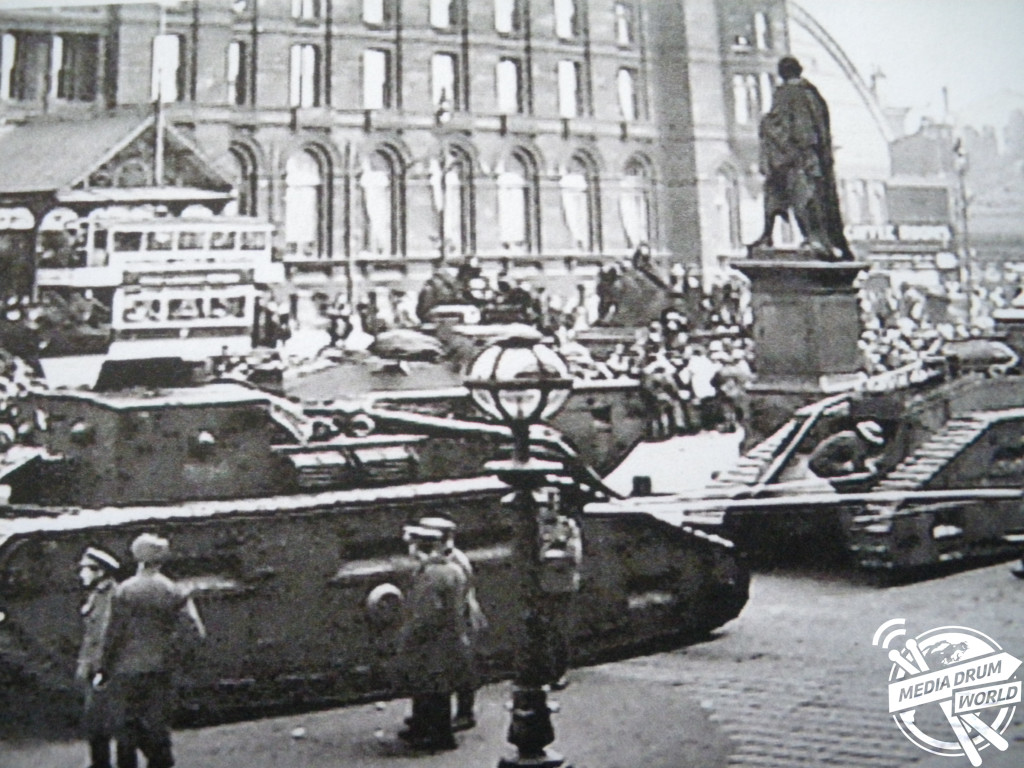Tanks move into Liverpool to control the rioting.  Simon Webb / mediadrumworld.com
