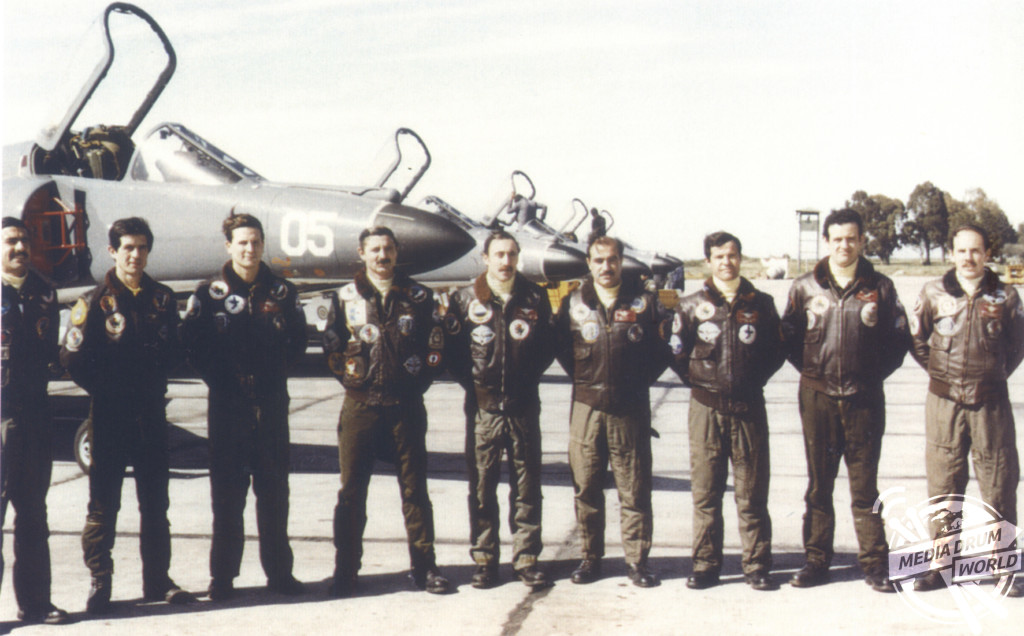 L - R. The Super Etendard pilots -  Rodriguez, Barraza, Colavino, Colombo, Bedacarratz, Curilovic, Francisco,  nk, Mayora.  Ewen Southby-Tailyour / mediadrumworld.com