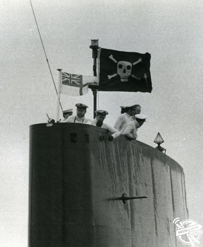 HMS Onyx arriving in HMS Dolphin, Portsmouth from the South Atlantic. Note the Jolly Roger with a 'commando dagger' indicating a special forces operation.   Ewen Southby-Tailyour / mediadrumworld.com