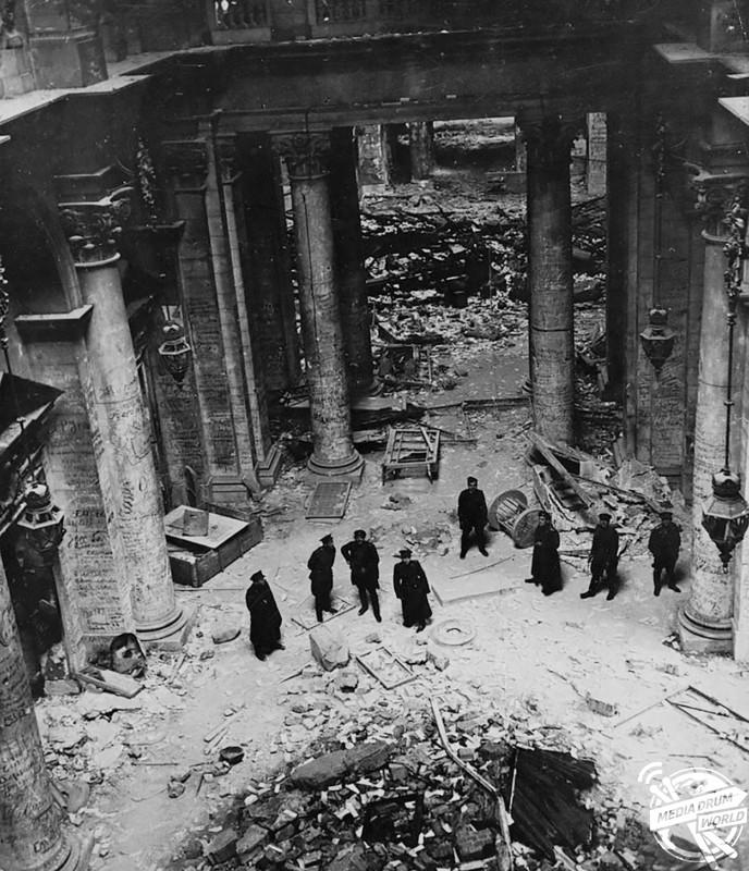 Marshal Zhukov (centre) inspects the ruined Reichstag.  Vassili J. Subbotin / mediadrumworld.com