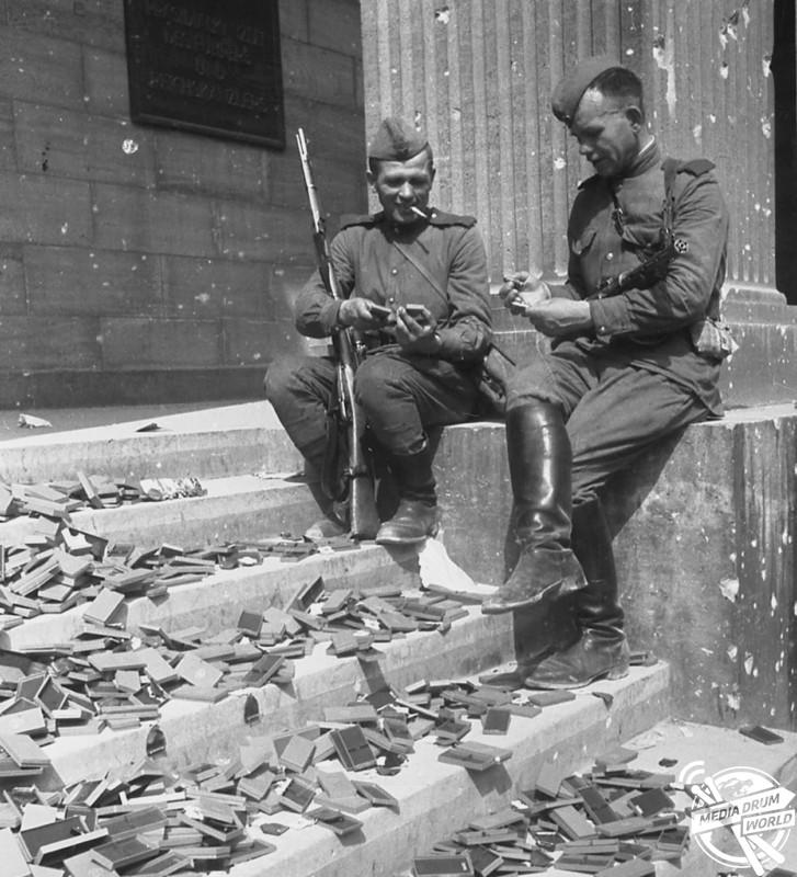 Soviet soldiers inspecting discarded German medal cases.  Vassili J. Subbotin / mediadrumworld.com